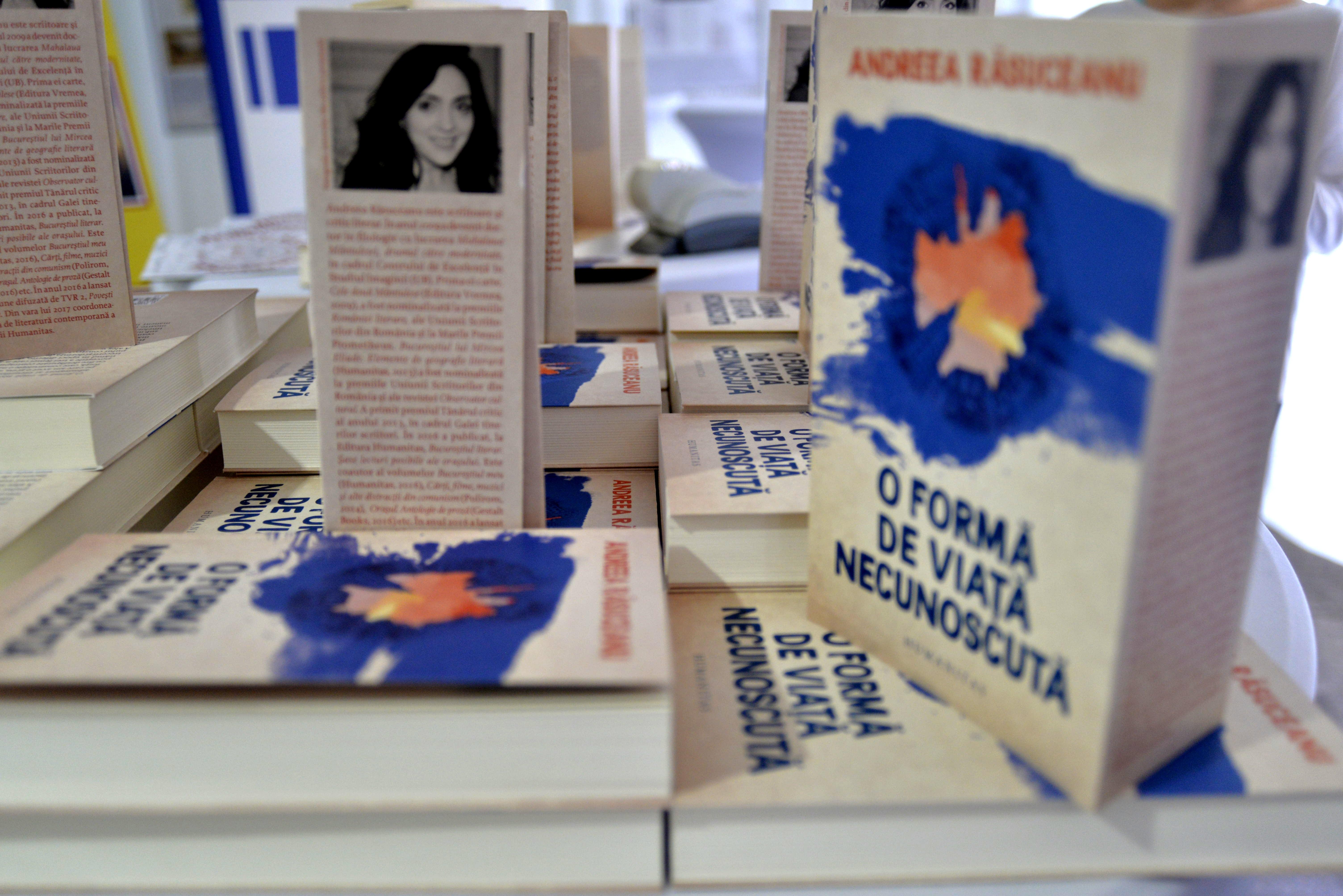 Andreea Răsuceanu despre O formă de viață necunoscută, București și cărți